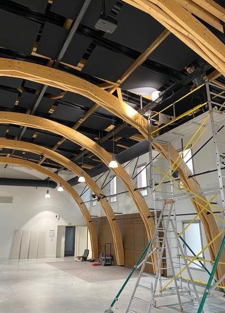 Pose d'un plafond acoustique avec des pannneaux acoustiques ROOF au pôle culturel à Digoin DP Acoustique