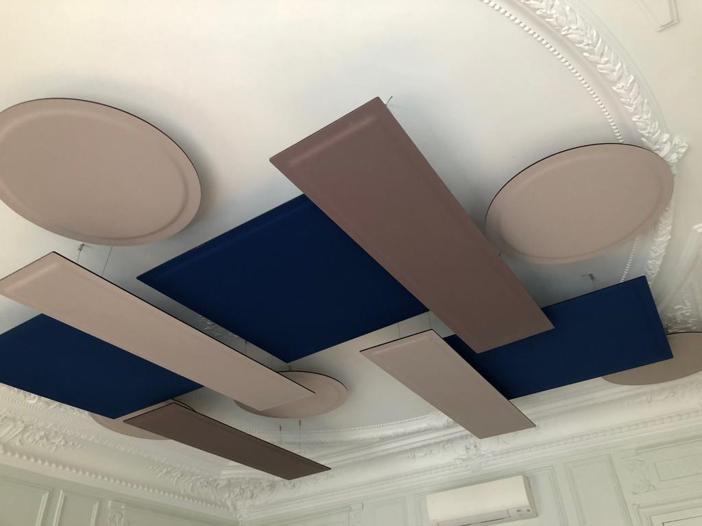 Panneaux acoustiques suspendus de couleurs élégantes pour le traitement de la réverbération sonore DP Acoustique